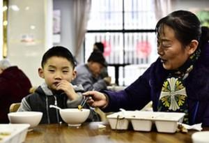 廣州每月飛行檢查 學校每餐兩人陪餐