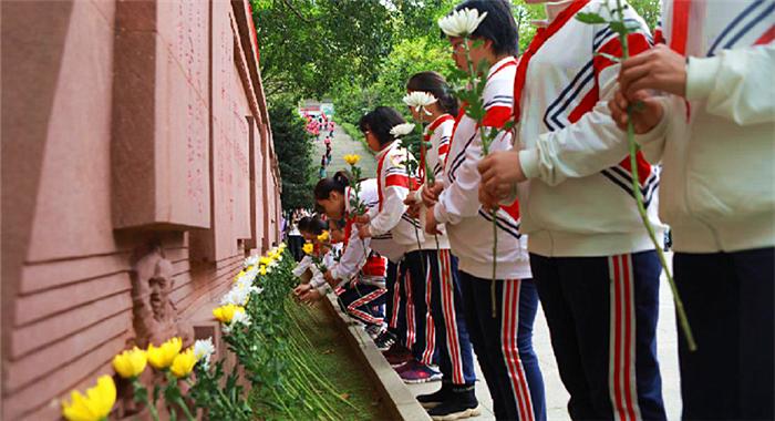 廣東東江縱隊紀念館舉行清明祭英烈活動