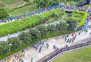 航拍廣清穿越徒步大會 在青山綠水間感受雙城魅力