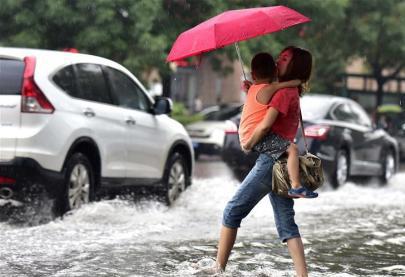 暴雨天要不要送孩子上學?