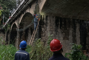 廣東河源東江大橋垮塌續:2名落水者下落不明