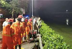 河源市區東江大橋淩晨突然坍塌 2車落水救起1人