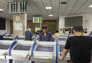 本周首個交易日:滬深股指漲跌互現