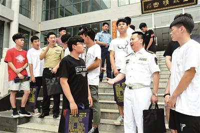 @高考考生:報考軍校,你的疑問在這裏都有權威解答
