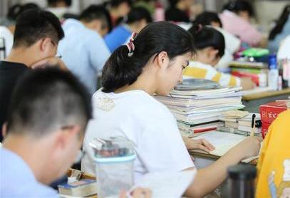 廣東高考本科最低分數線投檔