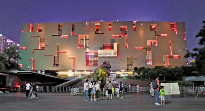 """粵博首次夜間向公眾開放 3800名觀眾享受""""博物館奇妙夜"""""""
