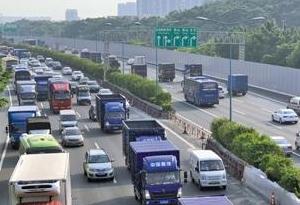 不是高峰時段 廣州這些路為何還是堵?
