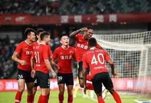 深圳佳兆業4:0戰勝9人廣州富力