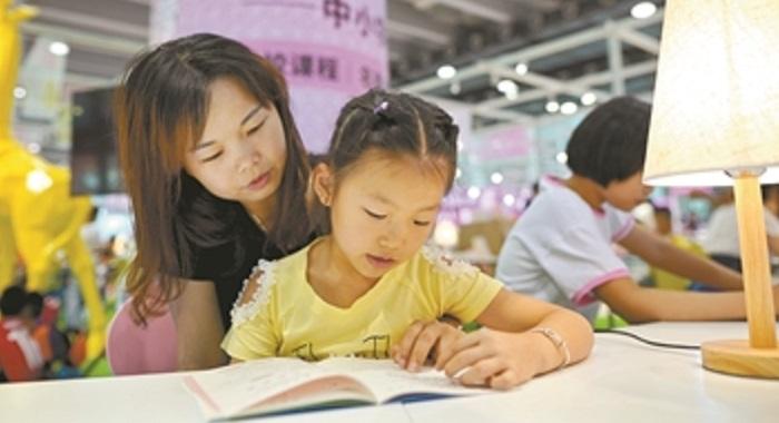 """南國書正香 市民""""採蜜""""忙"""