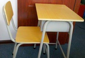 """450套""""退役""""課桌椅找到新家"""