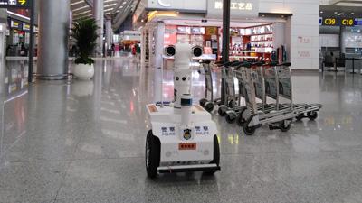 硬核防(fang)疫(yi) 測溫巡邏機器人亮相