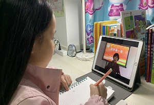 停課不停學 廣州多所小學開展網上授課