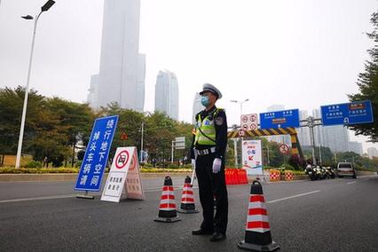 """廣州警方1.1萬警力護航""""廣馬"""""""
