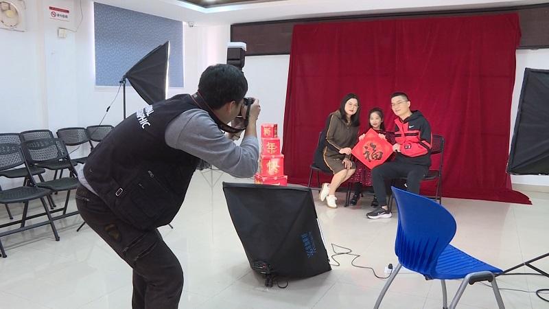 直播大灣區丨留粵過年好溫馨 廣東中山為外來務工人員拍全家福