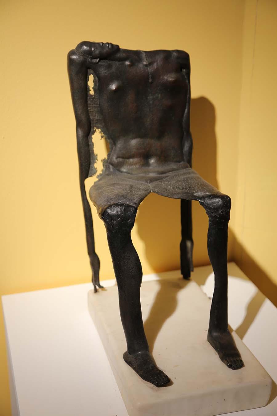 陈宏践《倚》雕塑 2009年
