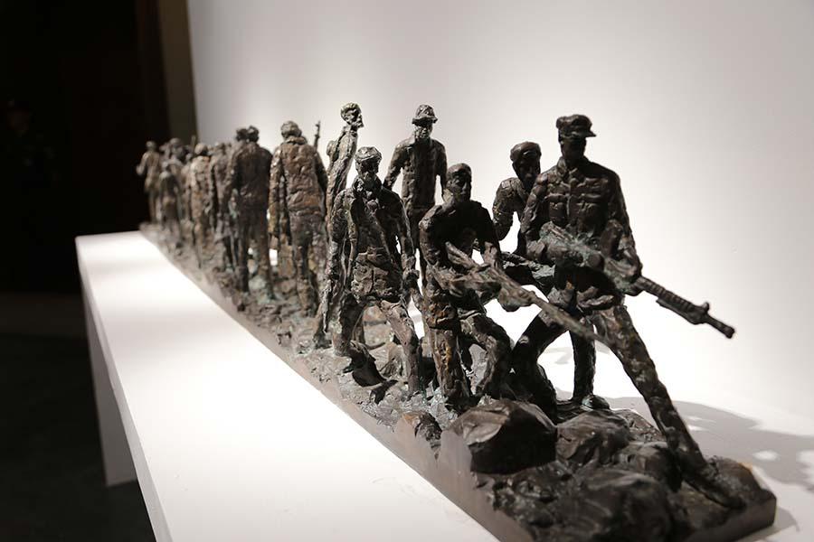 张树国 《大营救》 2010年 雕塑 广东美术馆藏